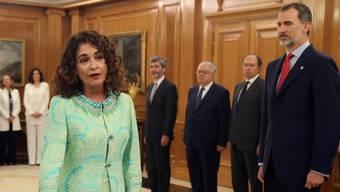 Eine von 11 neuen Ministerinnen: Spaniens neue Finanzministerin Maria Jesús Montero bei der Vereidigung.