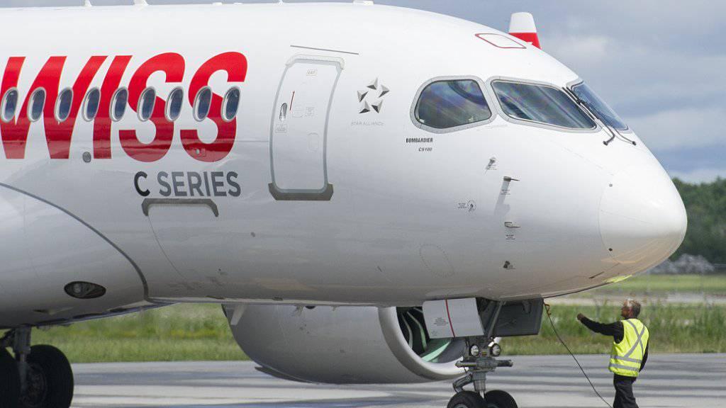 Swiss will seine Passagiere mit mehr Personal betreuen - geplant sind 500 neue Stellen. (Symbolbild)