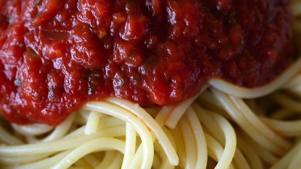 430 Euro für zwei Teller Spaghetti: ein Restaurant-Inhaber in Rom musste wegen einer überrissenen Rechnung an zwei japanische Touristinnen eine Busse von 5000 Euro zahlen. (Themenbild)
