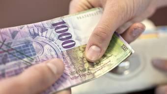 Mit der Millionärs-Initiative sollen Personen mit einem steuerbaren Vermögen von weniger als 475'000 Franken leicht weniger, solche mit mehr Vermögen stärker besteuert werden. (Symbolbild)