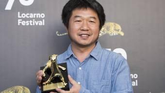 """Mit seinem unaufgeregten Dokumentarfilm über das Sterben einer alten Frau überzeugte der chinesische Regisseur und Fotograf Wang Bing alle: """"Mrs. Fang"""" erhält den Goldenen Leoparden des 70. Filmfestivals Locarno."""