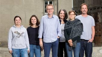 «Geschichten, die berühren»: Bruno Meier und Denise Schmid (Mitte) mit ihrem Team in der Badener Kronengasse.  Thoma