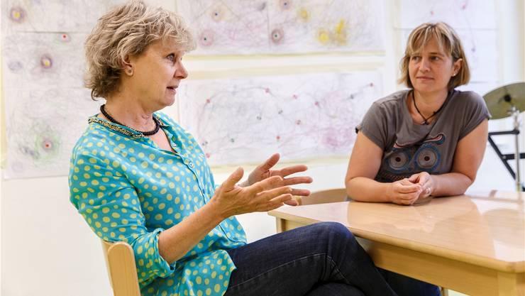 Barbara Schauwecker (l.) und Nicole Neuenschwander haben 25 der 50 Jahre Heilpädagogisches Schulzentrum Balsthal miterlebt.