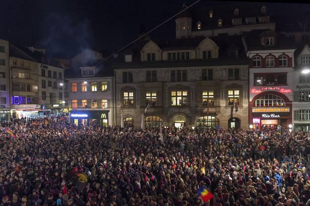 So feiern der FC Basel und seine Fans die Meisterschaft.