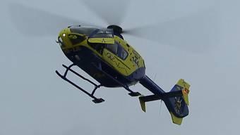 Seit der ersten Corona-Welle ist der Ambulanz-Helikopter nicht mehr auf dem Flugplatz Birrfeld stationiert, sondern auf dem Dach des Spitals Limmattal. Und das möchte das Spital auch nach Corona beibehalten. Dagegen sammeln genervte Anwohner nun Unterschriften.
