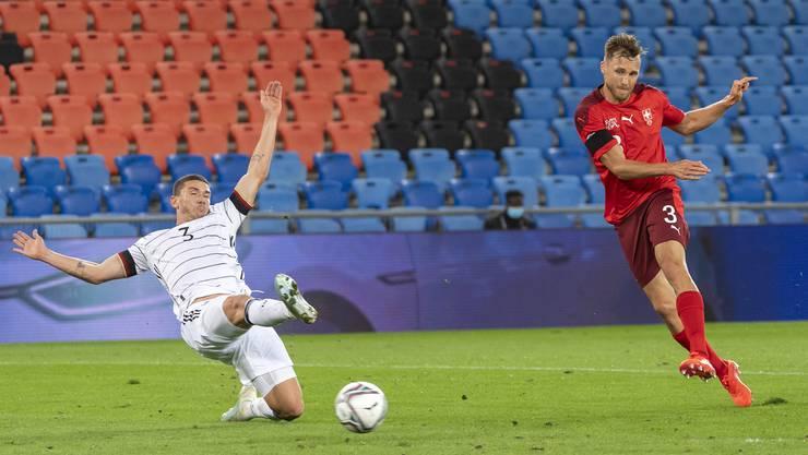 Im ersten Duell gegen Deutschland holte die Schweiz ein 1:1. Silvan Widmer schoss das Tor.