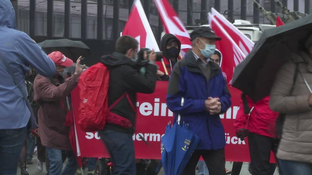 1.Mai: Gewerkschaften demonstrieren für Pandemiegeschädigte