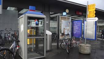 Ist die Telefonkabine beim Brugger Bahnhof schon bald Geschichte?ndö