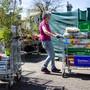 Bald kann man in Gartencentern wieder Gartenerde und Setzlinge kaufen.