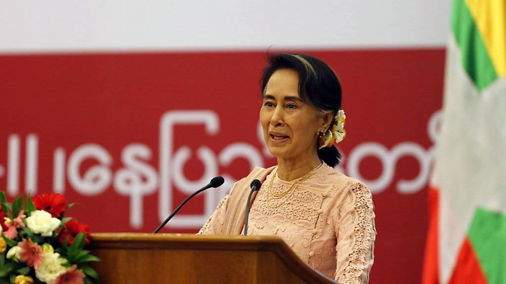 Die praktische Regierungschefin von Myanmar weist in einem Interview die Vorwürfe über eine Mitverantwortung an ethnischen Säuberungen in ihrem Land zurück. (Archivbild)