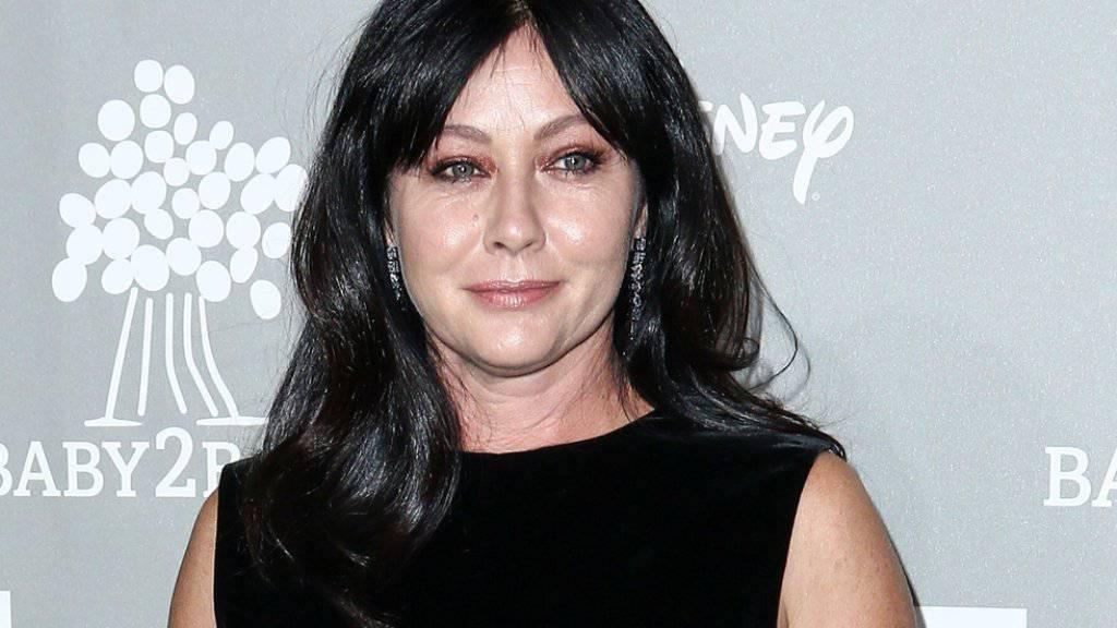Shannen Doherty, wie sie derzeit nicht aussieht: Die krebskranke Schauspielerin zeigt sich auf Instagram mit kahlgeschorenem Kopf und ihren treusten Begleitern. (Archivbild)