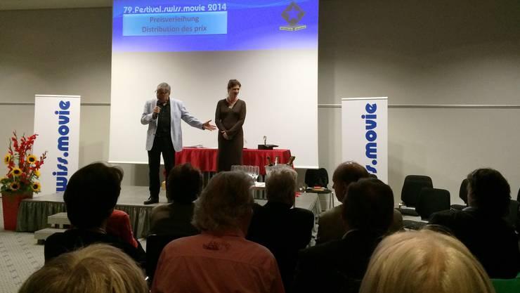 Elena Mpsintis und Marco Stern moderieren die Preisverleihung im Hotel Arte in Olten
