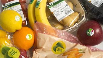 Bio-Gemüse aus Migros und Coop tragen unterschiedliche Labels und erfüllen zum Teil nicht diesselben Mindeststandards.