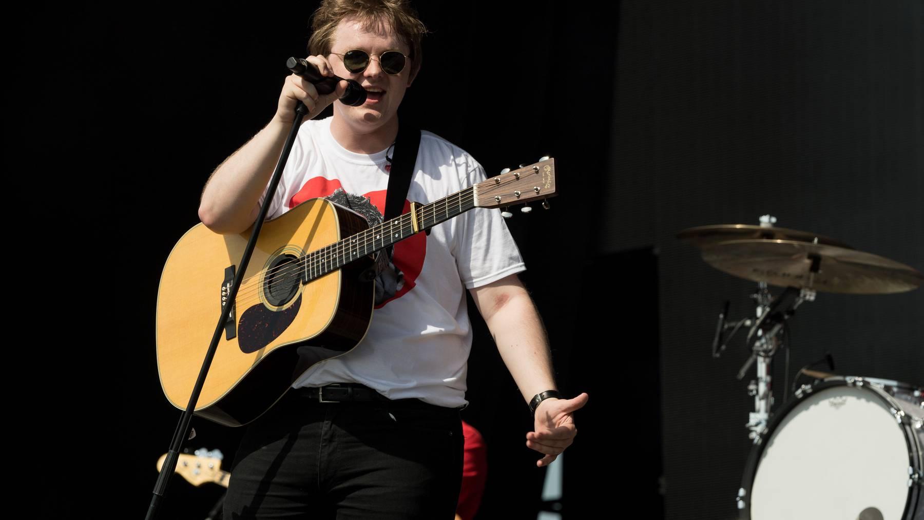 Der 22-jährige Sänger sagt seinen Auftritt am Szene Openair ab.