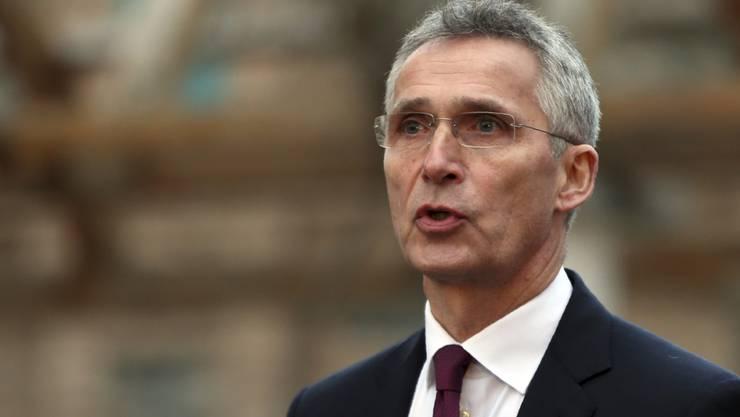 Nato-Generalsekretär Jens Stoltenberg hat die Staaten des Verteidigungsbündnisses erneut zu höheren Verteidigungsausgaben aufgefordert. (Archiv)