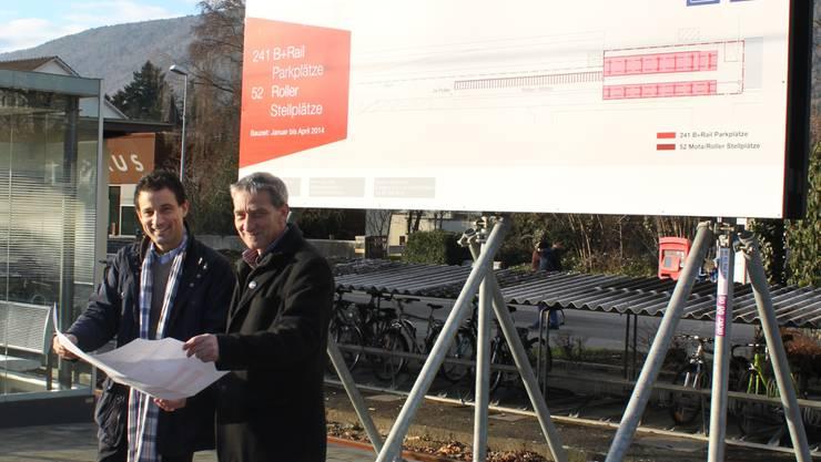 SBB-Vertreter Stefan Köhler (links) und Hochbauchef Jürg Vifian studieren die Pläne.