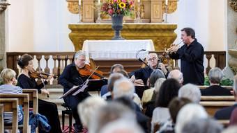 Konzert mit Startrompeter Matthias Höfs (ganz rechts): v.l. Anke Dill (Violine), Stefan Fehlandt (Viola) und Gustav Rivinius (Violoncello).