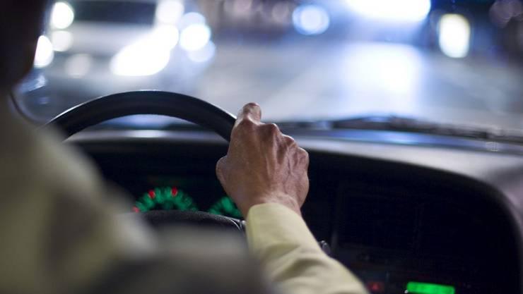 Der 80-Jährige fiel den Polizisten bei einer Verkehrskontrolle auf. (Symbolbild)