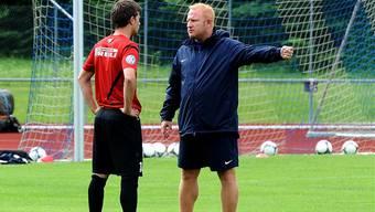 Heiko Vogel (rechts) sucht auch Einzelgespräche mit den Spielern, hier Valentin Stocker. Hans-Jürgen Siegert
