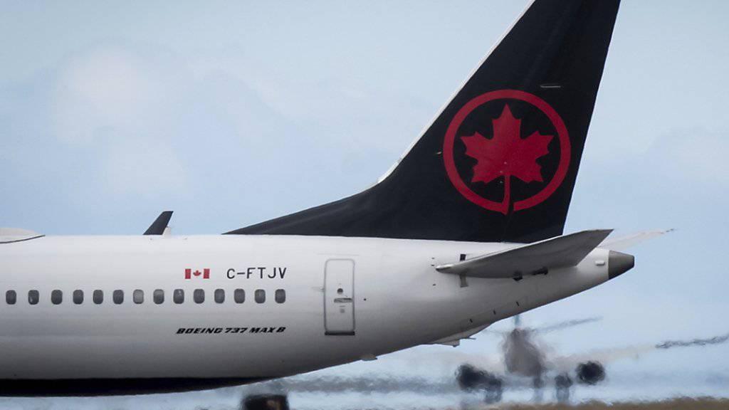 Nach der Landung einer Air-Canada-Maschine in Toronto wurde eine Passagierin versehentlich im Flieger eingeschlossen. Sie hatte vermutlich tief geschlafen. (Symbolbild)
