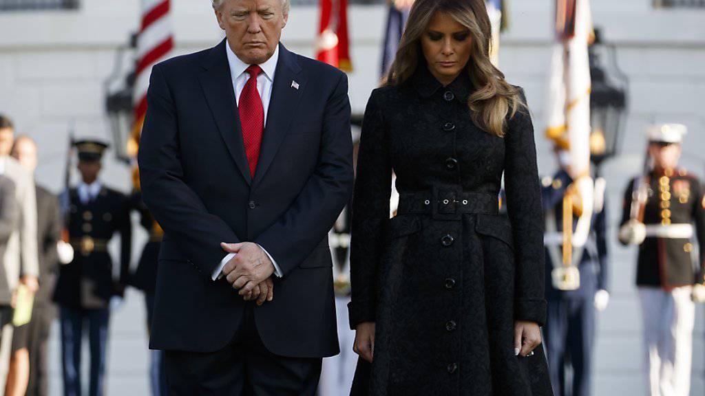 US-Präsident Donald Trump und seine Frau Melania während der Schweigeminute für die Opfer der Terroranschläge vor 16 Jahren.