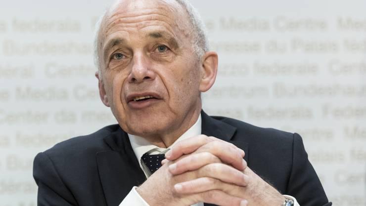 Ueli Maurer zweifelt daran, ob die Schliessung bestimmter Wirtschaftsbranchen richtig war.