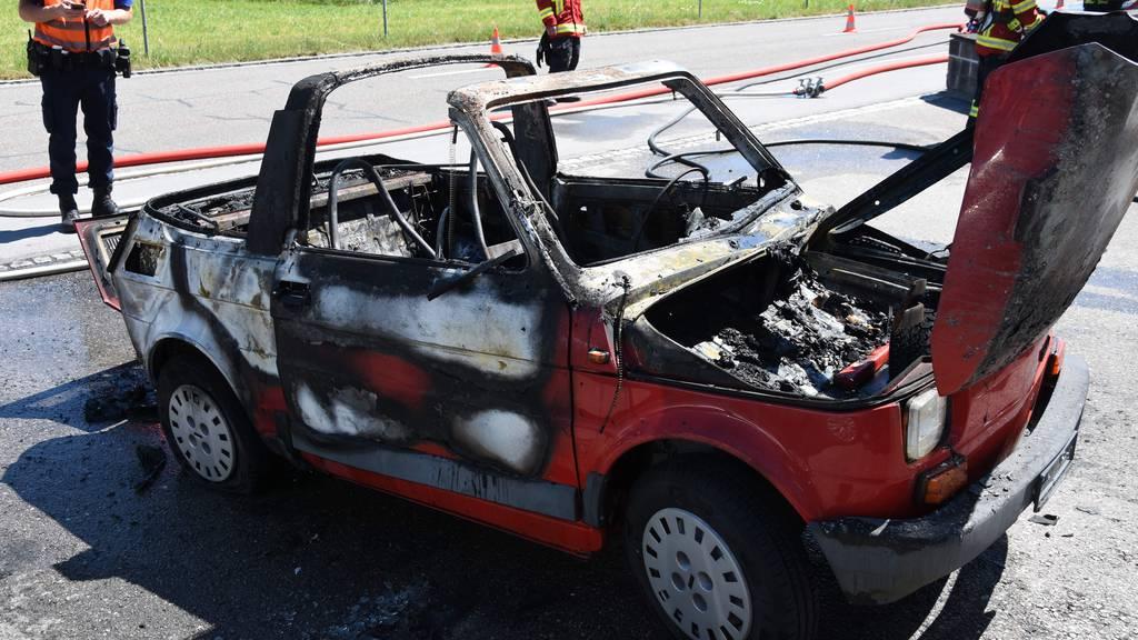 Auto komplett ausgebrannt
