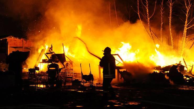 Unbekannte steckten ein Schrebergartenhäuschen in Brand (Symbolbild).
