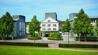 Die Hirslanden-Klinik Zürich (nach Quartier benannt), zählt zu den fünf ersten Kliniken, aus denen die Gruppe 1990 entstand.