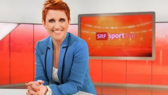 """Im SRF-Studio ist es Steffi Buchli sichtlich wohl. Trotzdem: """"Mein Zuhause ist meine Burg"""", sagt die Sportmoderatorin. (Pressebild SRF)"""