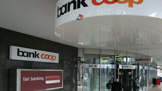 Ein hoher Kadermann der Coop Bank hat über Monate hinweg einen Anlagebetrüger gedeckt.