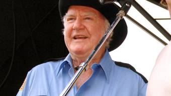 James Best singt 2005 an einem Festival in Tennessee (Archiv)