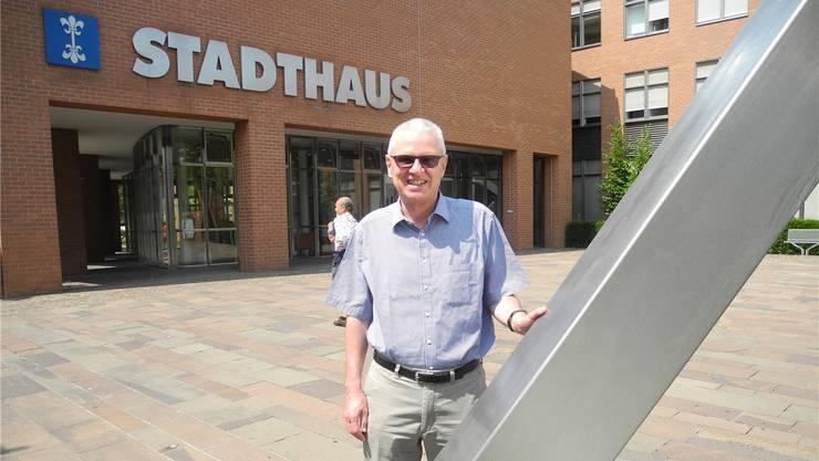 Werner Hogg vor dem Stadthaus, wo er als Gemeinderat 13 Jahre ein und aus ging.