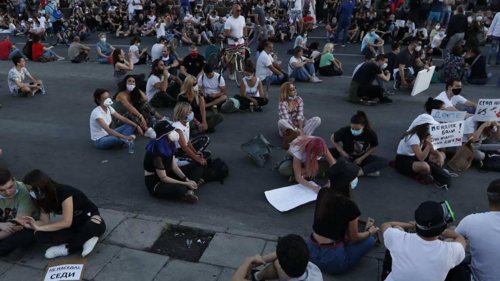 Neue Demonstrationen in Serbien gegen Corona-Restriktionen