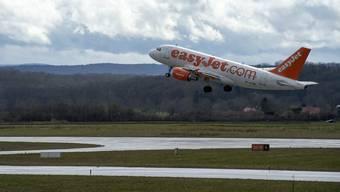 Eine Easyjet-Maschine startet am Euro-Airport. (Symbolbild)