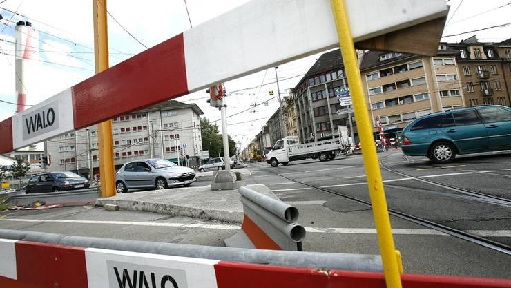 An der Ecke Elsässerstrasse/Voltastrasse sollen bis 2019 günstige Wohnungen für Studierende gebaut werden. Blick vom Voltaplatz in die Elsässerstrasse. (Archiv)