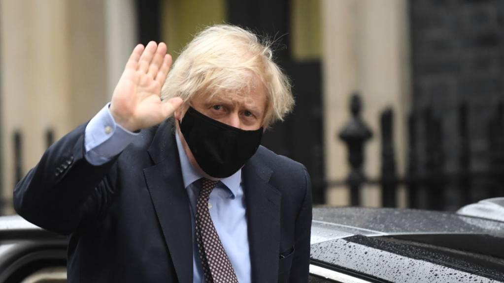 Boris Johnson, Premierminister von Großbritannien, kehrt in die 10 Downing Street zurück. Foto: Victoria Jones/PA Wire/dpa