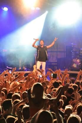 Luca Hänni begeistert seine Fans auf der Jäggi-Bühne in der Hofstatt.
