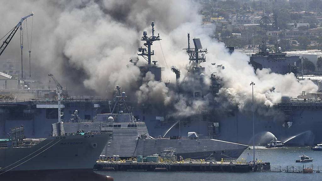 Feuer auf US-Kriegsschiff fordert mehr als 20 Verletzte