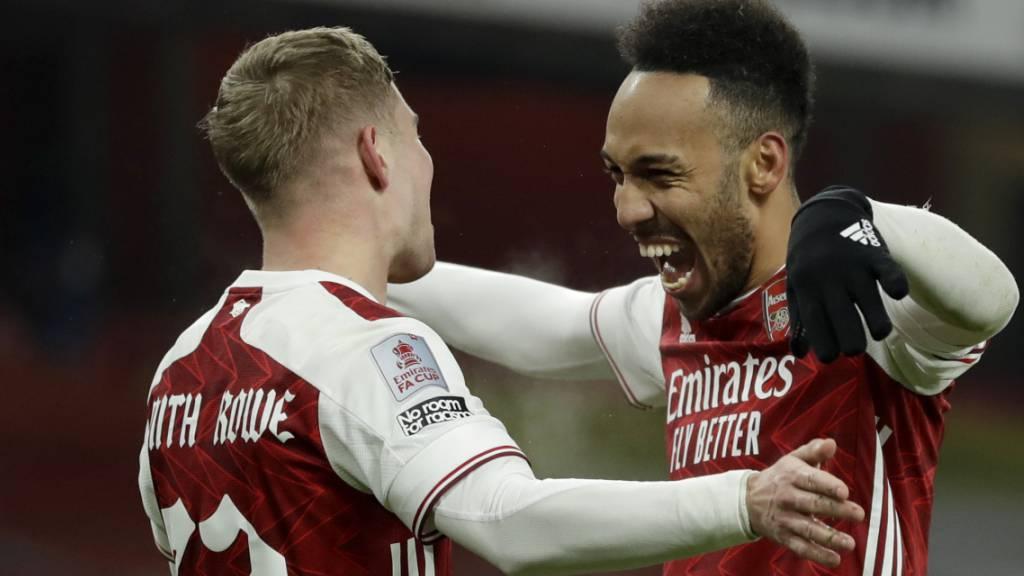 Der Jubel der beiden Arsenal-Torschützen: Pierre-Emerick Aubameyang (rechts) und Emile Smith Row.