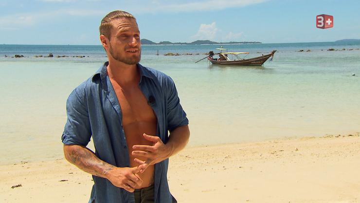Bachelor Joël teilt die Ladies am Strand in zwei Gruppen auf.