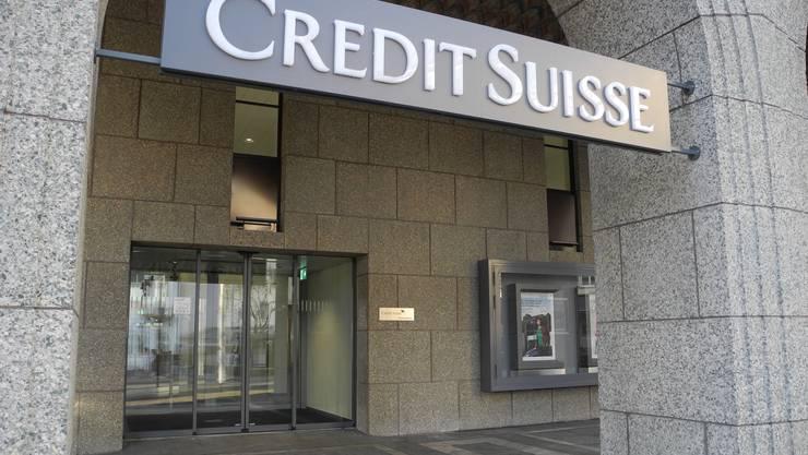 Die Filiale der Credit Suisse erstrahlt in altem Glanz. Die Schmierereien wurden rasch beseitigt.