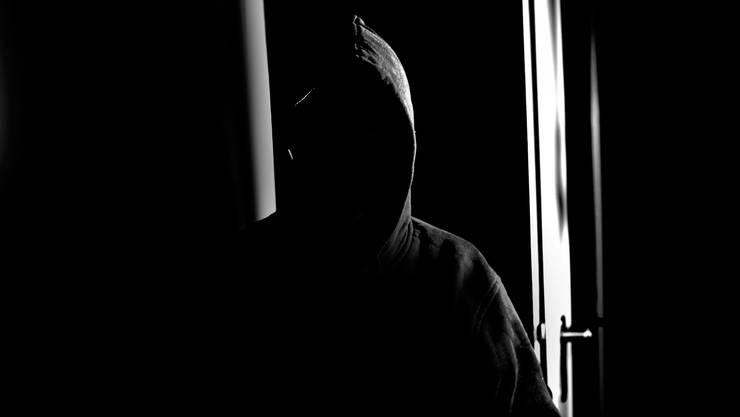 Ausländer begehen mehr Straftaten als Schweizer. Macht die Herkunft also kriminell? Oder ist das eine von der SVP geschürte Angst?