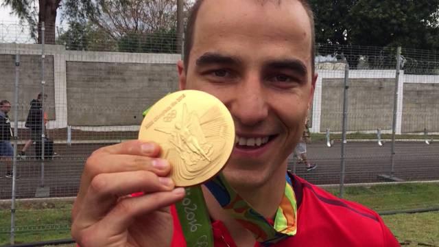 Tersnaus im Valsertal feiert seinen Olympiahelden – «Gewaltig, diese Unterstützung aus der Heimat», sagt Nino Schurter kurz nach seinem Sieg.