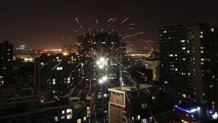 Feuerwerke markieren in Peking den Start in das Jahr des Affen. Die Chinesen feiern nach dem traditionellen Mondkalender erst jetzt das Neujahrsfest