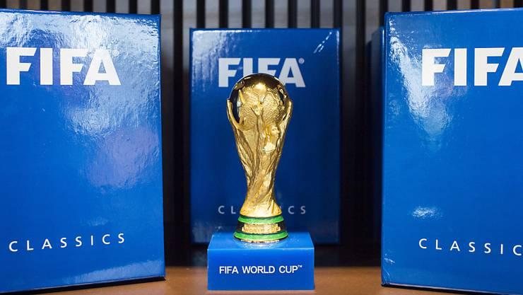 Um den WM-Pokal werden ab 2026 48 Teams kämpfen.