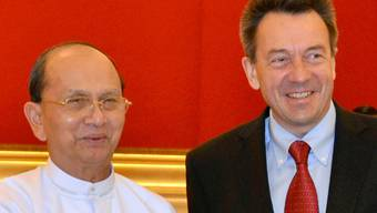 IKRK-Präsident Maurer (r.) beim Treffen mit Burmas Präsident Thein Sein