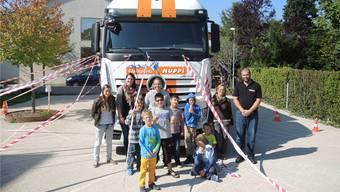 Was sieht eigentlich ein Lastwagen-Chauffeur? Die Kinder beim Sicherheits-Training.