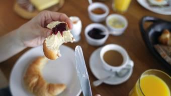 Beim Frühstück wird das Gemeinschaftsgefühl gestärkt. (Symbolbild)