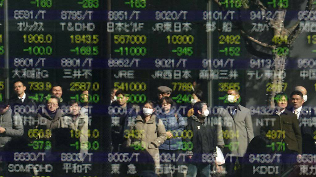 Japans Exporte schrumpfen achten Monat in Folge